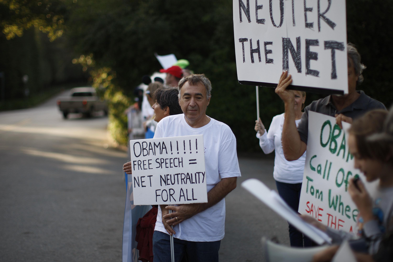 Keystone Oil Pipeline Protesters Demonstrate Outside Of Obama Fundraiser